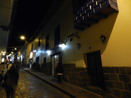 Del Prado Inn : Fachada del hotel en la noche