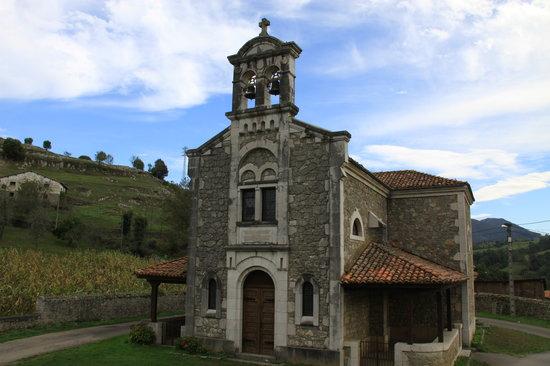 Hotel Rural Montañas de Covadonga: Iglesia de Labra