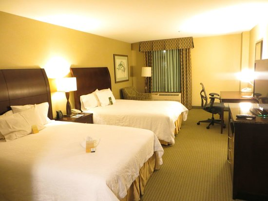 Hilton Garden Inn Worcester: Queen bed room