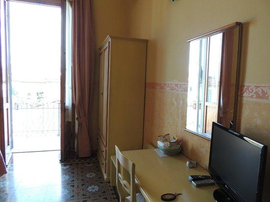 Hotel Fiorita: Room