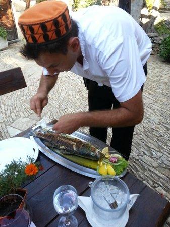 Solaris Hotel Ivan: Waiter preparing our fish