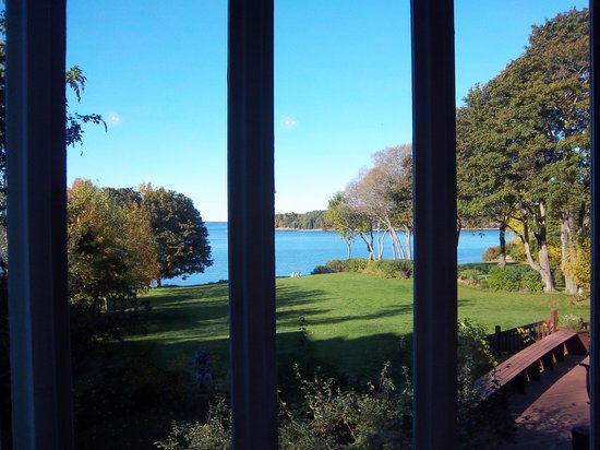 Saltair Inn Waterfront B&B: View from sitting room in the master suite to the bay
