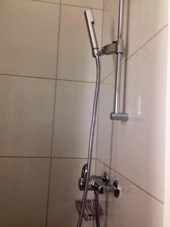 Coronado Hotel : Modern bathroom fixtures, thumbs up!