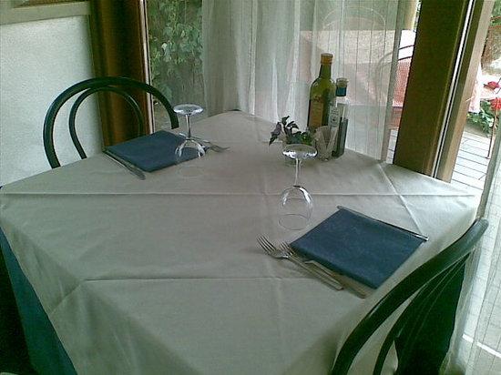 Casa Baggins: tavolo in veranda