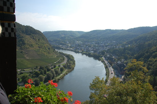 Mosel Radweg: View up the Mosel from the Castle