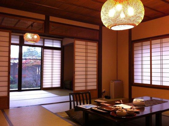 Hidatei Hanaougi: Spacious sitting room