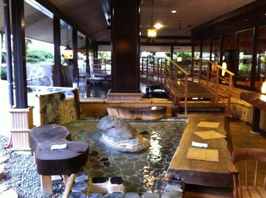 Hidatei Hanaougi: Foot bath for a leisure dip