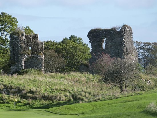 Castle Dargan : old castle ruins