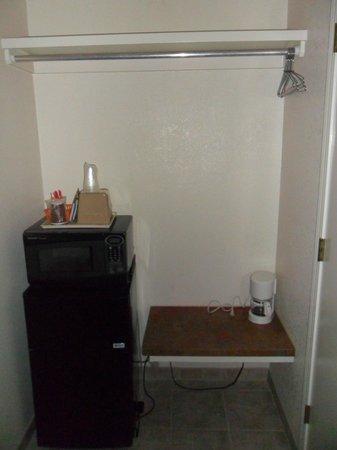 Monarch Motel: Fridge, microwave, etc.