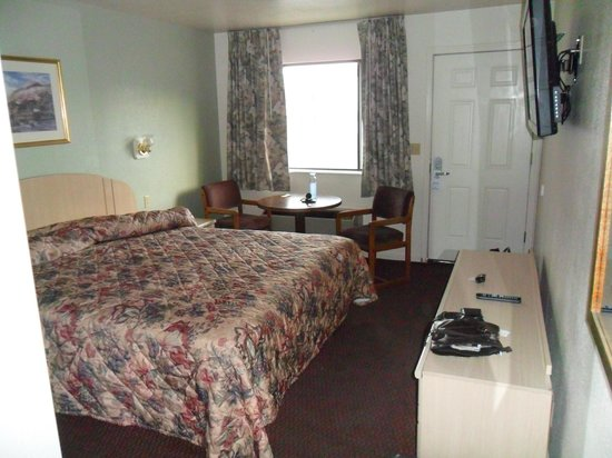 Monarch Motel: King size room