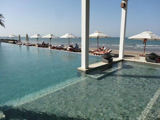 The Chedi Muscat – a GHM hotel : Beach pool