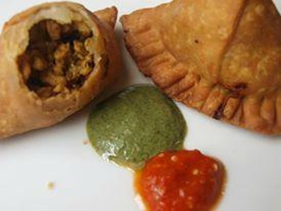 Royal Tandoor: Samosa is Finger Linking good when dip when the spices sauce.