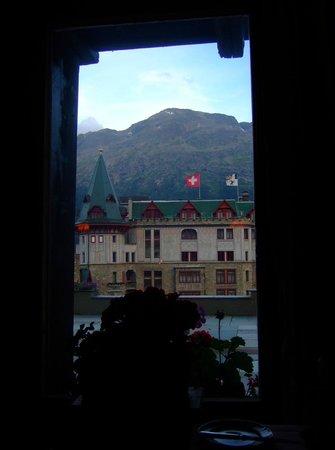 Restaurant-Bar Chesa Veglia: 窓の外にはバドラッツパレス