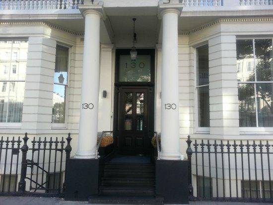 130 Queen's Gate: Entrance