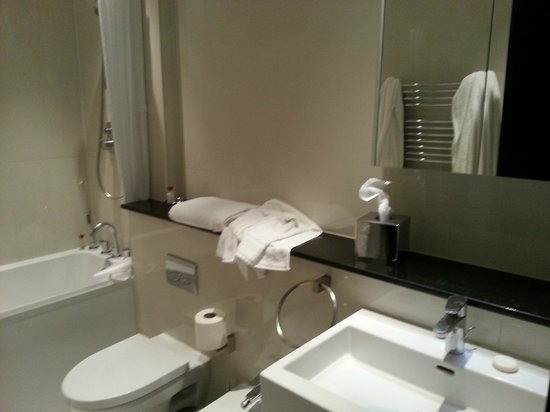 130 Queen's Gate: 1 Bedroom Deluxe Bathroom