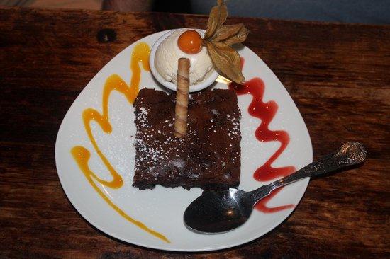 J.J O'Malleys Bar & Restaurant: The decadent dessert