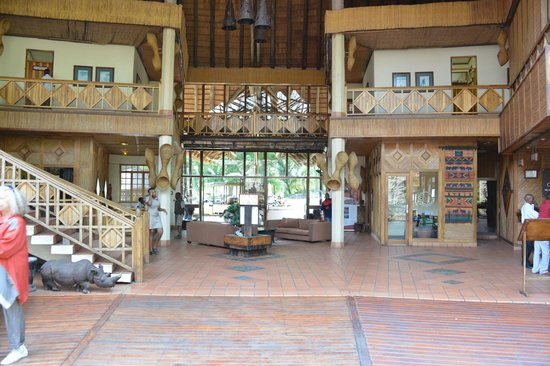 Cresta Mowana Safari Resort and Spa : view of the lobby
