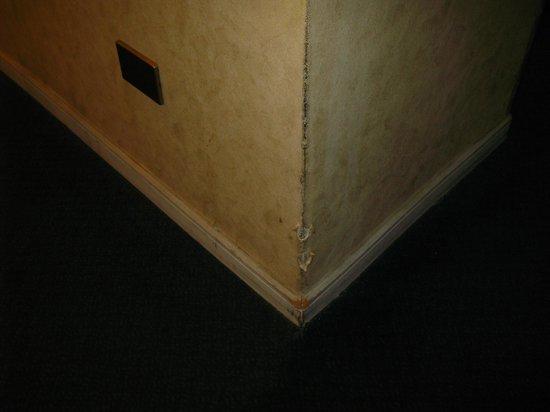 Diego de Almagro Antofagasta Centro Hotel: Beaten wallpaper