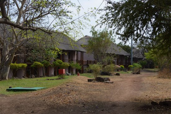 Cresta Mowana Safari Resort and Spa : grounds