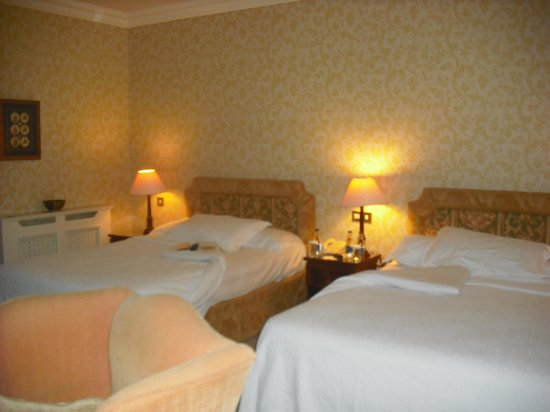 Dromoland Castle Hotel: Bed turn-down service