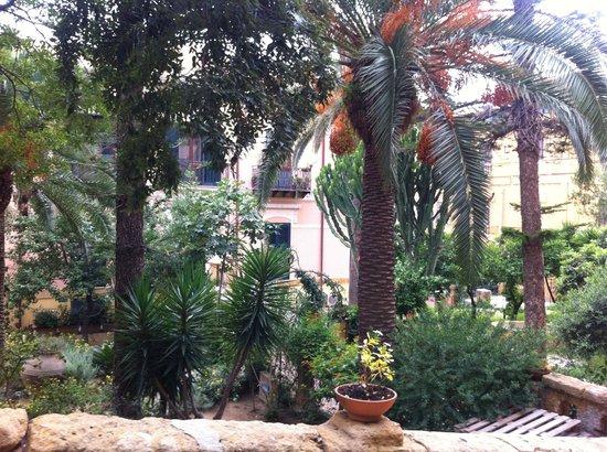 B&B Villa Pirandello: Jardim