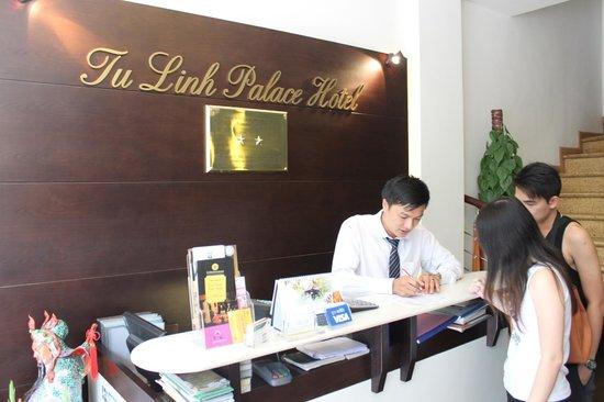 Tu Linh Palace Hotel: Nice Hotel Staff - Tim