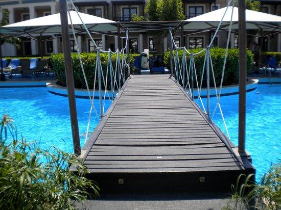 Aldemar Royal Mare Thalasso Resort : Uma das 29 piscinas!