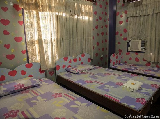 Mommita's Lodge: Our 3-bed room.