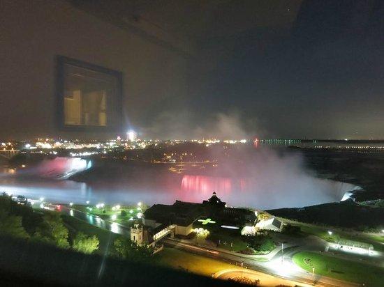Niagara Falls Marriott Fallsview Hotel & Spa: Niagara Fall at night from room window