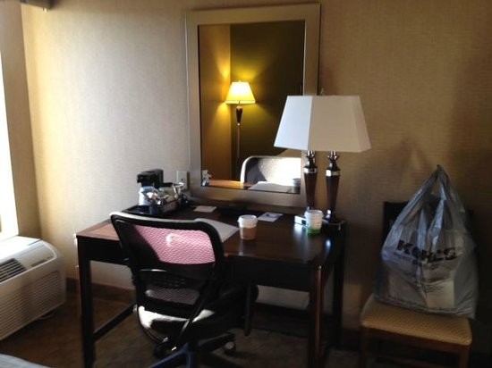 Hampton Inn Port Huron: computer station