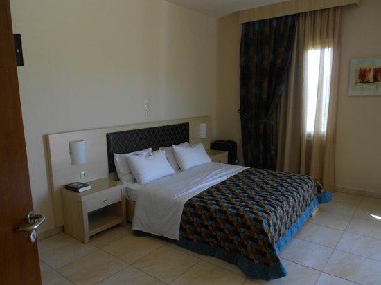 Molos Bay Hotel: Camera da letto