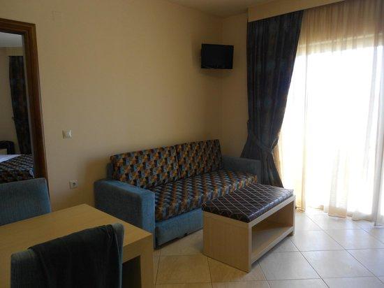 Molos Bay Hotel: Salotto