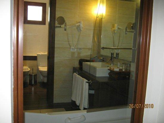 Domina Coral Bay Prestige Hotel: toilette séparée de la salle de bain