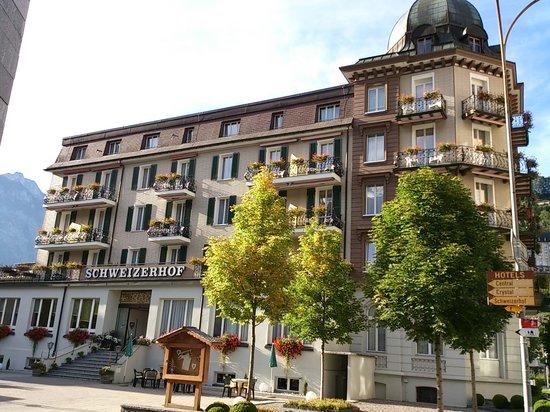 Hotel Schweizerhof: Outside the hotel