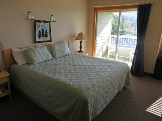 Sea Breeze Court: Bedroom