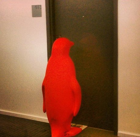21c Museum Hotel Louisville: The Red Penguins are EVERYWHERE!