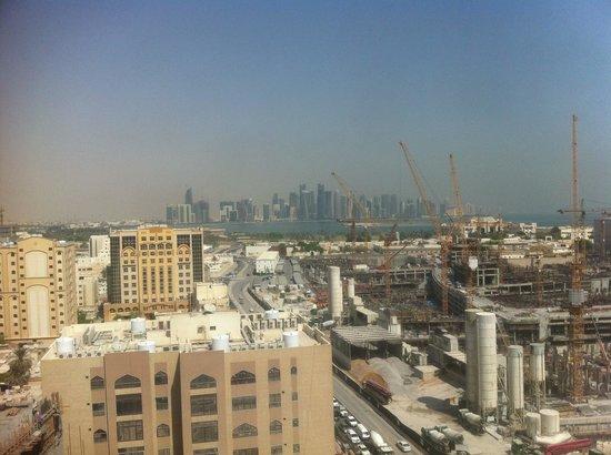 Amari Doha Qatar: Vista dalla piscina