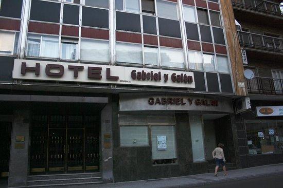 Hotel Gabriel y Galan: Fachada del hotel