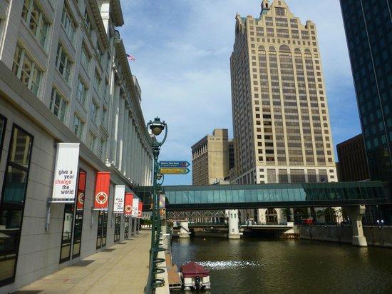 Ramada Milwaukee Downtown: Downtown Milwaukee ca. 15 Min zu Fuß vom Ramada