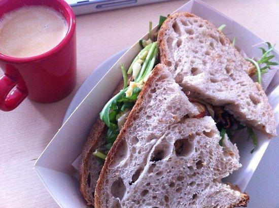 Buiten: Brood van Menno sandwich with freshly made hummus.