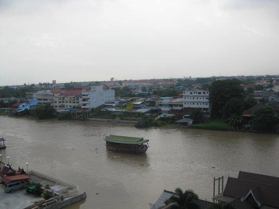 Ayothaya Riverside Hotel : La vue depuis notre chambre