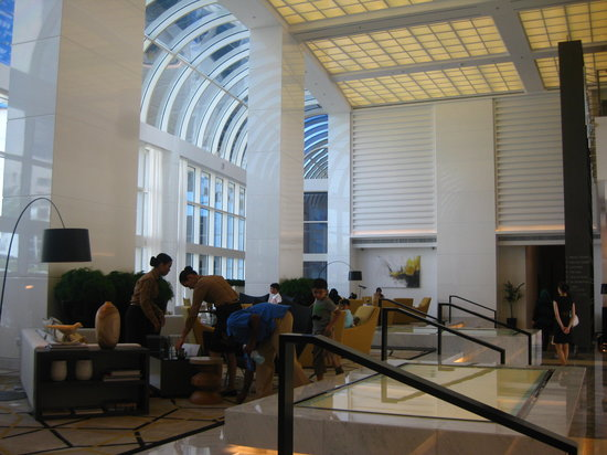 Le Royal Meridien Abu Dhabi: View of the renovated lobby, opened days ago