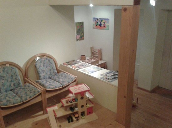 Le Bemont Youth Hostel : Play room