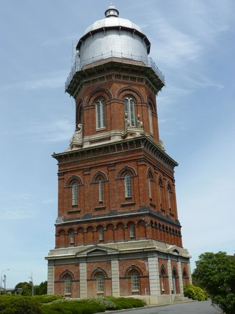 Invercargill Water Tower: What a grand old building.