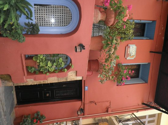 Frida Apartments: Chania town centre