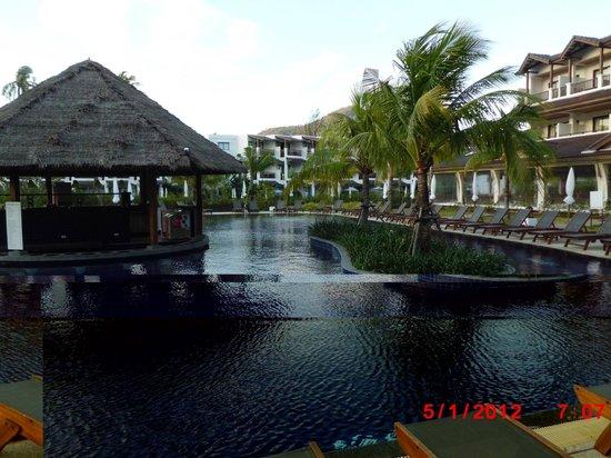 Sunprime Kamala Beach: Pool mit Bar