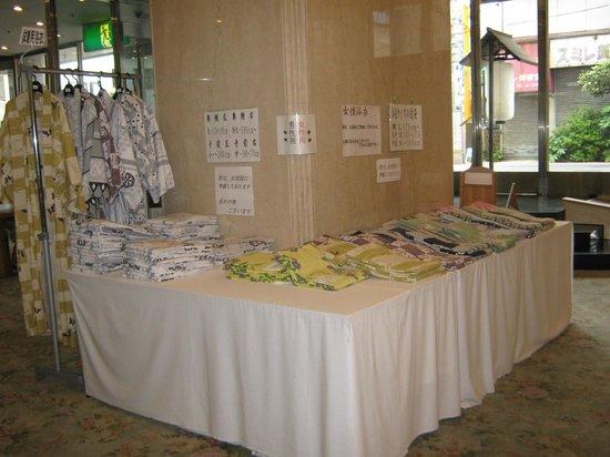 Ito Dai-ichi Hotel Tanuki-no-sato : вестибюль с банными халатами