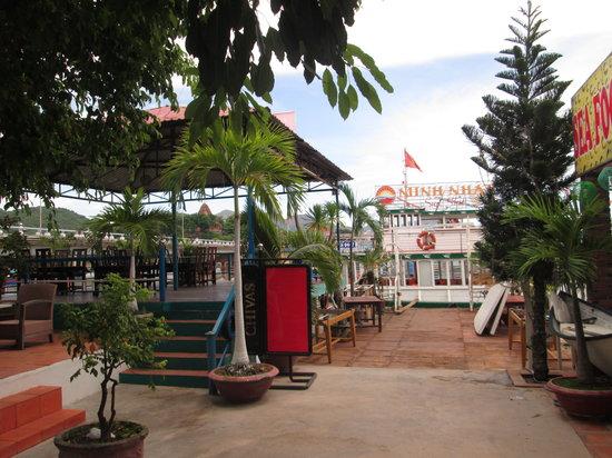 Cau Cafe Hours