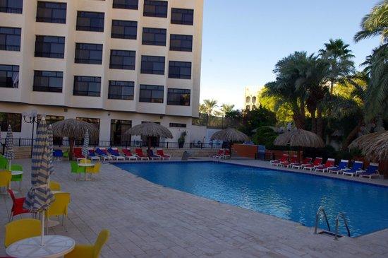 Aqaba Gulf Hotel: la piscina