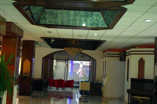 Aqaba Gulf Hotel: Il salotto
